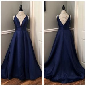 NEW MAC DUGGAL BLUE EVENING GOWN WITH POCKETS